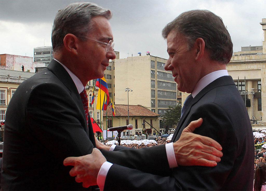 Alvaro Uribe (L) and Juan Manuel Santos