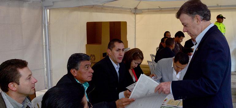 President Juan Manuel Santos invites all Colombians to vote
