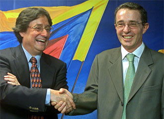 Francisco Santos (L) and Alvaro Uribe